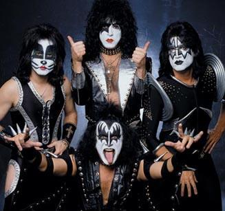 http://rock-musicland.com/kiss/fotos/kiss3.jpg